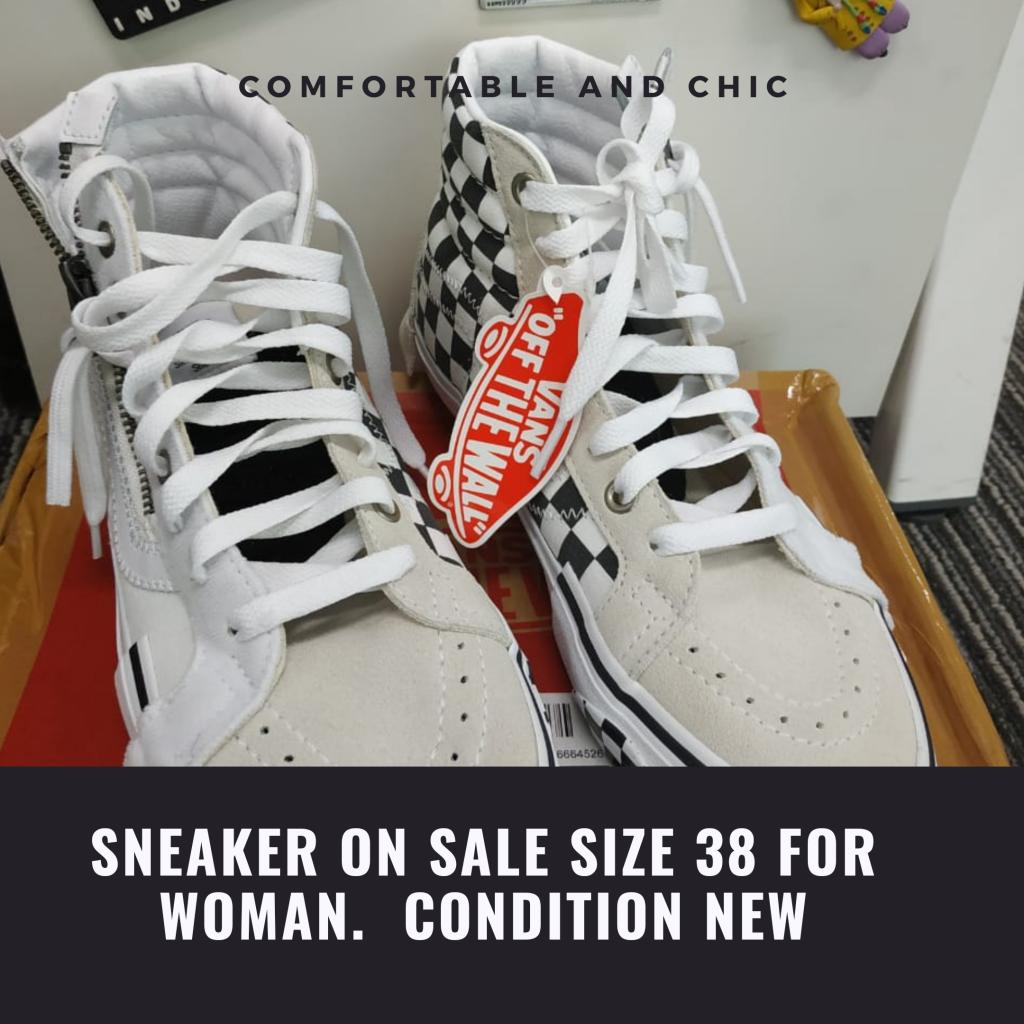Jual Sepatu sport wanita ukuran 38 besar Kondisi masih baru